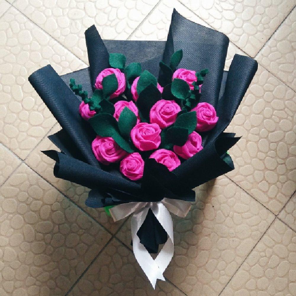buket bunga yg bagus untuk hadiah wisuda, foto membawa buket bunga untuk kekasih