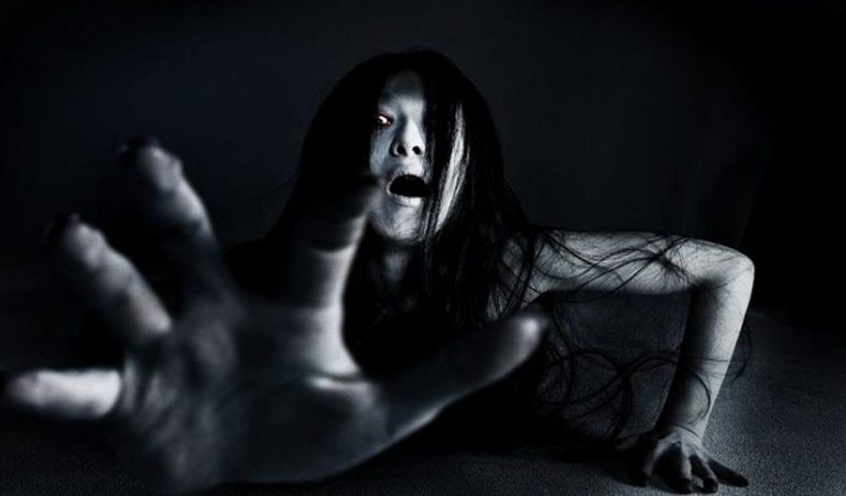 Mengulik kisah Mistis Sosok Hantu Kuntilanak
